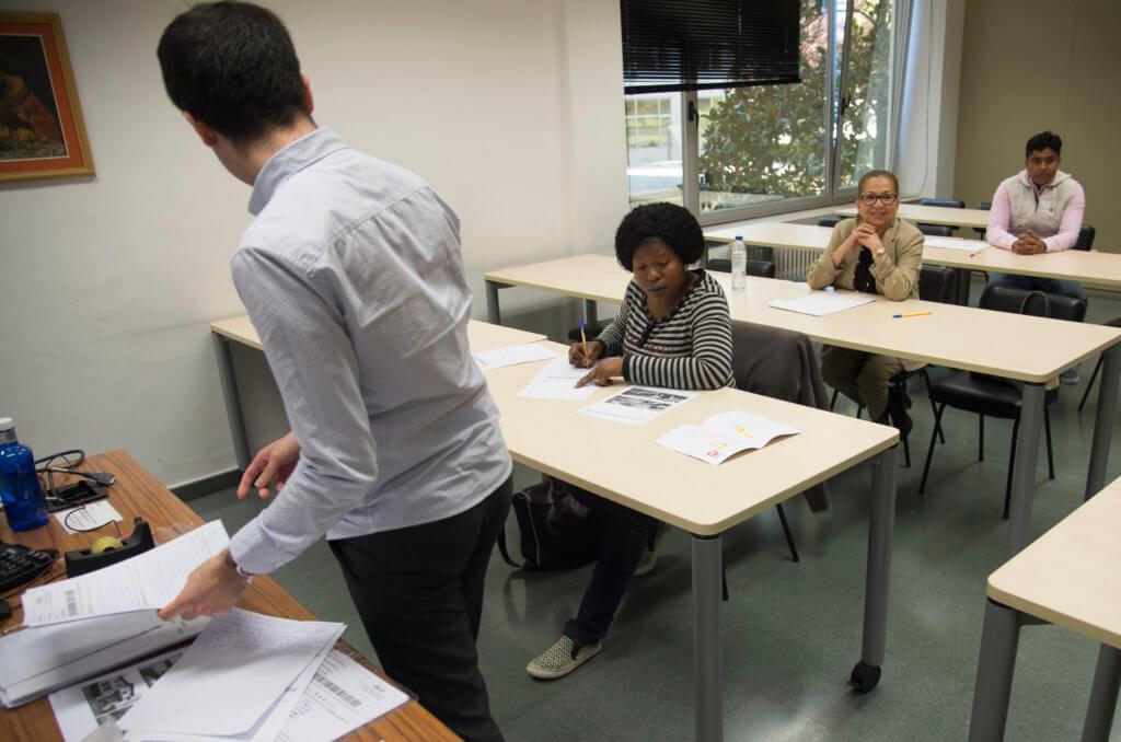 La dificultad del examen se reflejaba en los rostros de los examinados. Foto Iñaki Porto